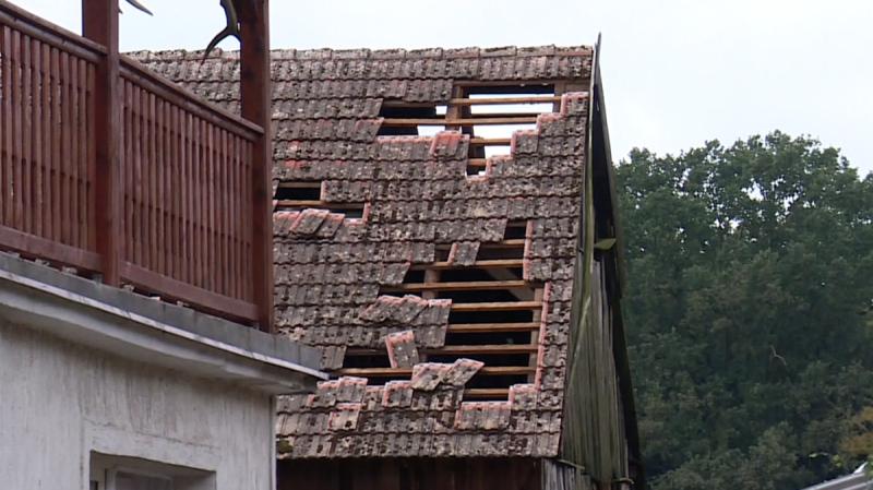Grad zerwał dachy w powiecie zielonogórskim