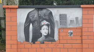 Żołnierzy SS przykryli dzieckiem. Nowy mural i znów kontrowersje