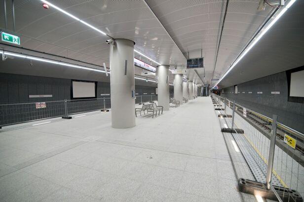 Stacja metra Trocka  Urząd Miasta