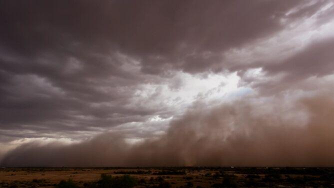 Łowca ścigał burzę piaskową i robił jej zdjęcia