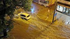 Podtopione ulice po przejściu ulewy (autor: internauta Tomek)
